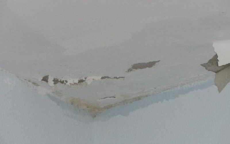 Humitats i degoters dins de casa / goteres a la llar