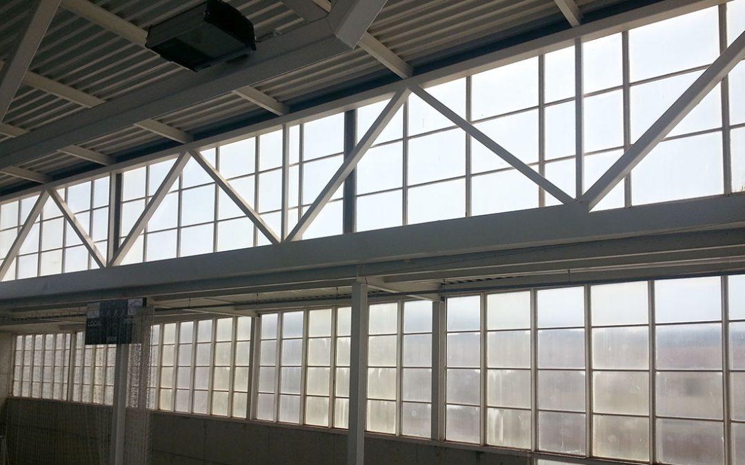 Rehabilitació de façana de policarbonat en edifici públic, Sant Julià de Ramis