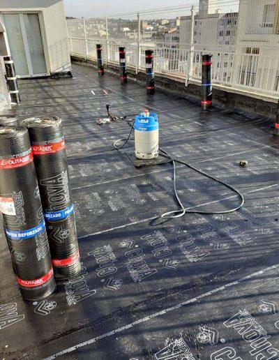 Aplicació del sistema d'impermeabilització bicapa emprant material d'última generació per minimitzar al màxim les filtracions