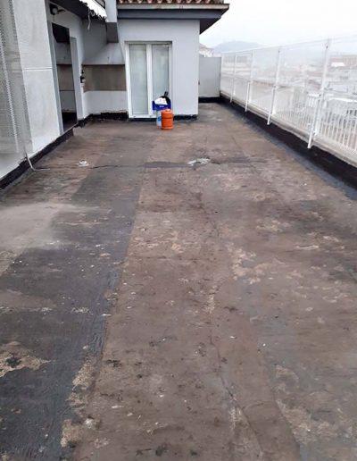 Retirada de la impermeabilització anterior fins arribar al forjat de la terrassa