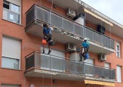 Treballs en alçada per rehabilitar voladissos, Girona